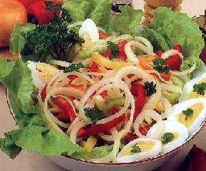 Salata od crnog luka s tvrdo kuvanim jajima