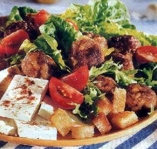 Grčka salata s mlevenim mesom