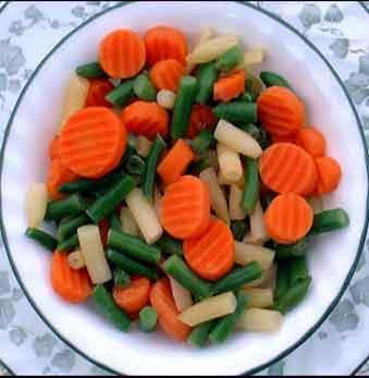 Salata od boranije, šargarepe i crnog luka
