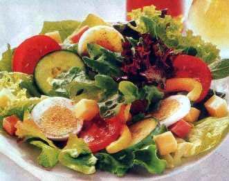Klasična salata sa šunkom, jajima i sirom