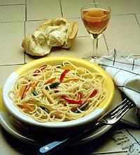 Pasta sa kari sosom i piletinom