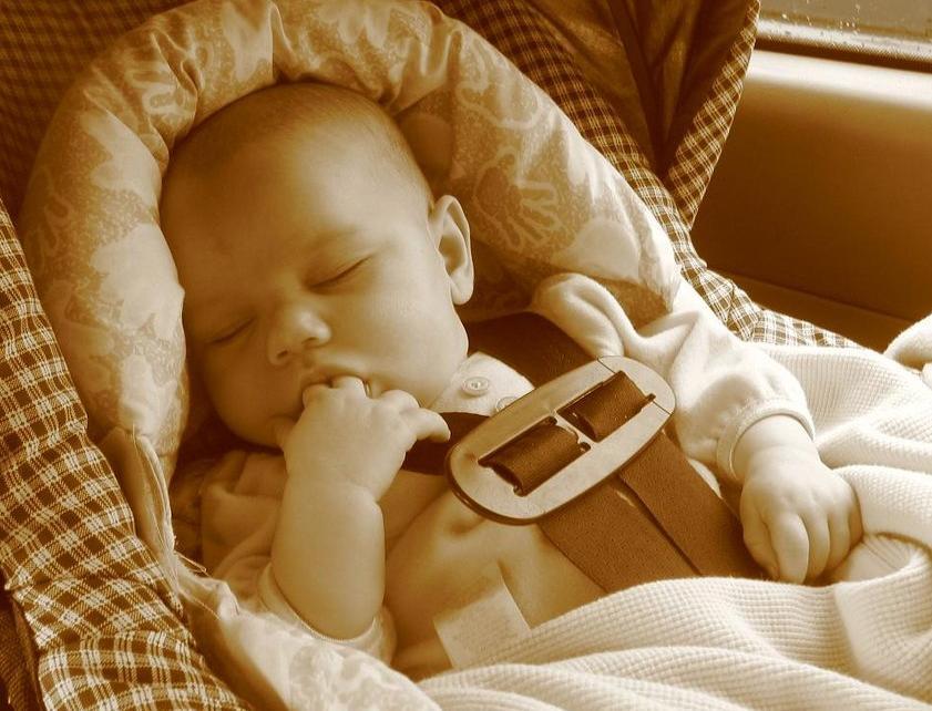 Dečje sedište u kolima spasava život