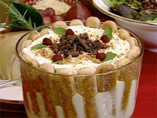 Piškota torta s pudingom i ananasom