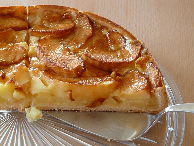 Pita od jabuka i bresaka iz kompota