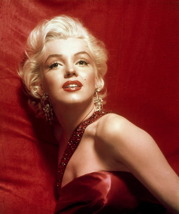 Marilyn Monroe in a red dress. © Sam Shaw