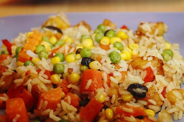 Letnja salata s pirinčem