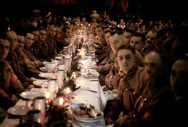 Hitlerovi oficiri slave Božić 1941.