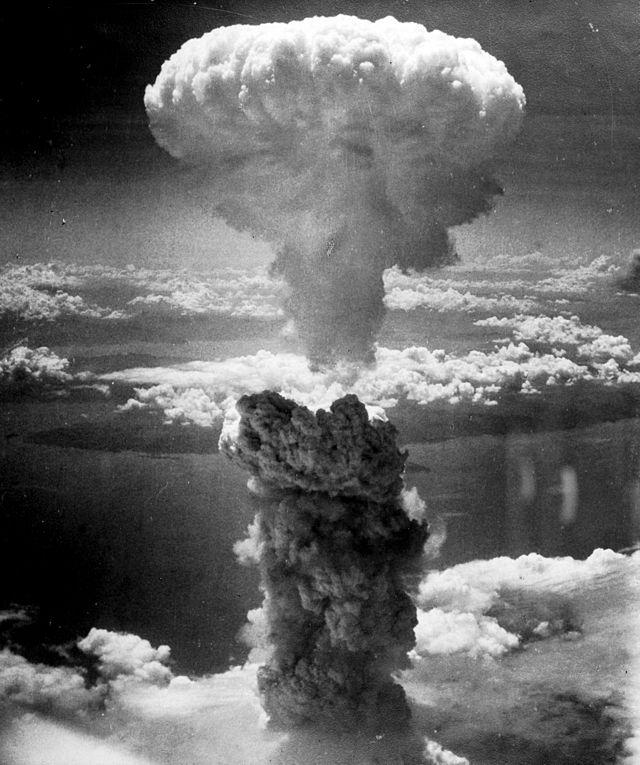 atomska pečurka nad Nagasakijem snimljena iz bombardera