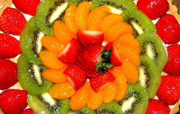 Torta sa voćem, pudingom i šlagom