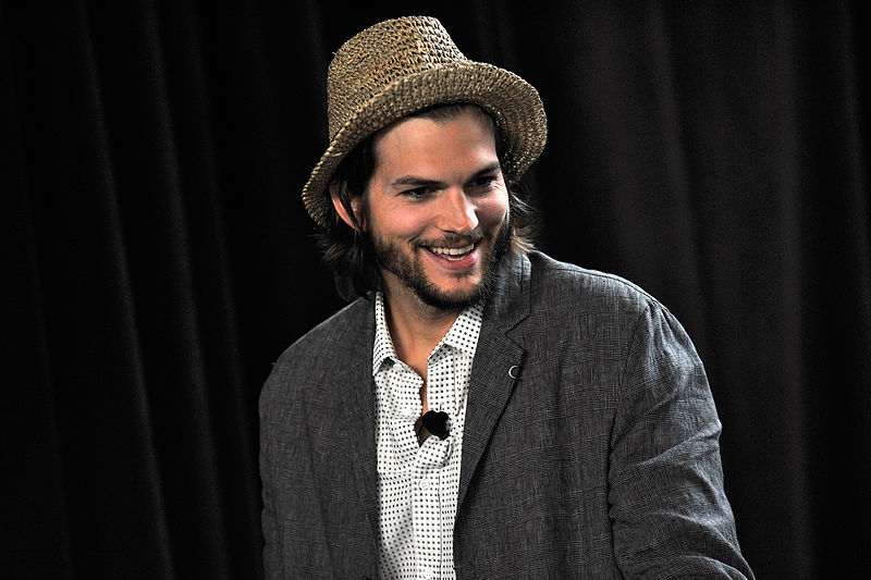 Ashton Kutcher - foto: Joe Corrigan/Getty Images