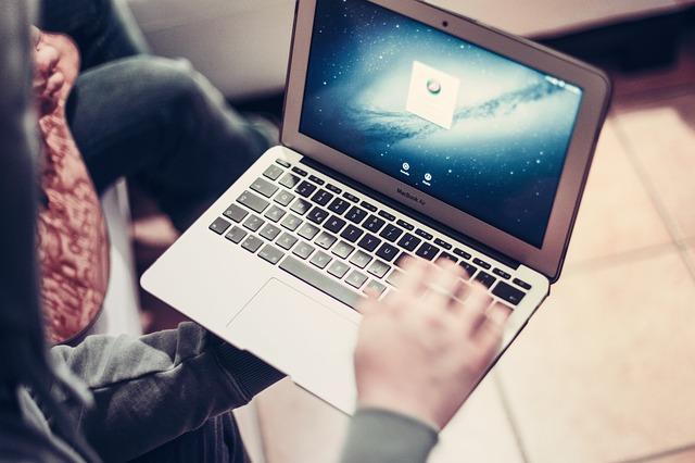 macbook-407128_640