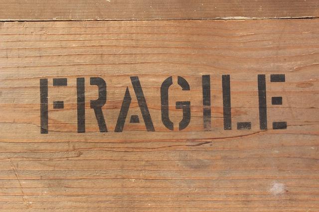 fragile-354606_640