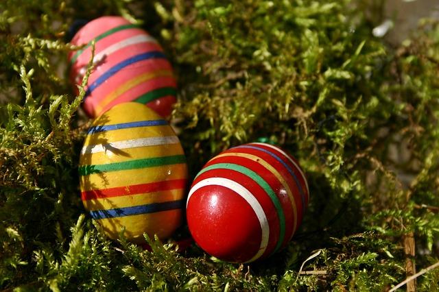 Farbanje jaja pomoću lepljive trake