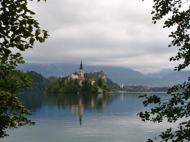 Bajkovito mesto u podnožju Alpa (foto)