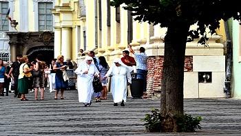 Skandal: Časne sestre vratile se trudne sa misionarskog putovanja, ne znaju se očevi