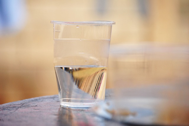 Čaša tople vode na prazan želudac čini ČUDA za vaše zdravlje