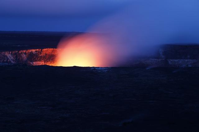 U Indoneziji zatvoreni aerodromi posle erupcije pet vulkana