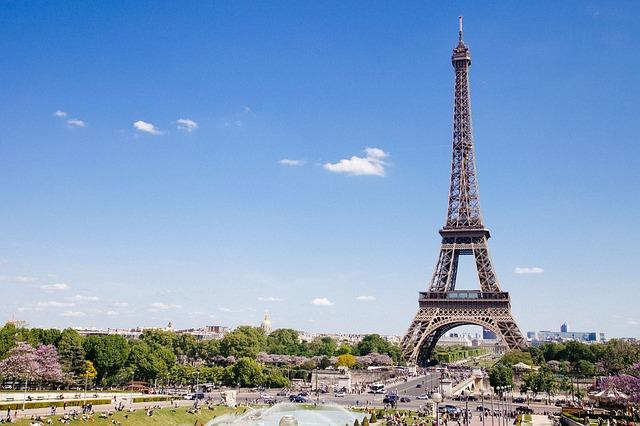 Francuska zatvara sve škole i univerzitete