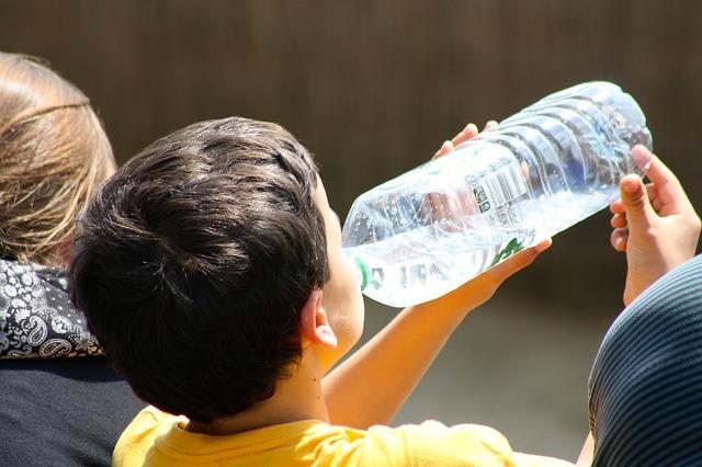 U kolima držite plastičnu flašu s vodom? Bacite je – odmah!