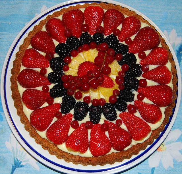 Voćna torta s koricama za rozen tortu