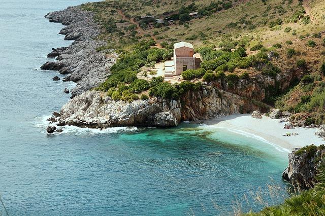 """Malo mesto na jugu Italije """"kovid fri"""" – prodaje kuće za 1 dolar"""