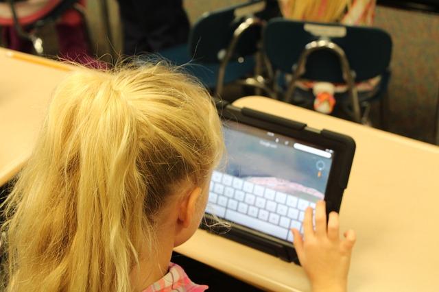 Roditeljske muke: Vrebaju li zamke s interneta baš moje dete?
