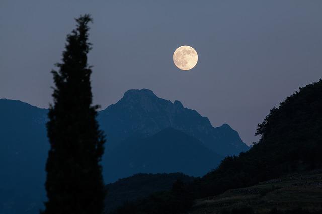 Uticaj Meseca