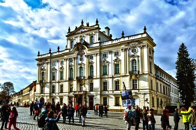 Grafiti pretnje: Vandalizovana srpska pravoslavna crkva u Pragu