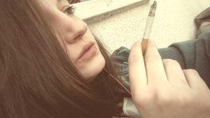 pusenje, cigarete, devojka