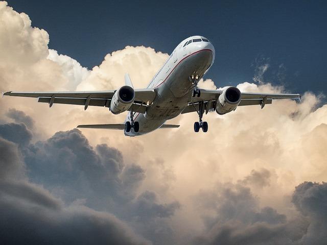 U avion Montenegro Erlajnsa udario grom, prinudno sleteo u Beograd