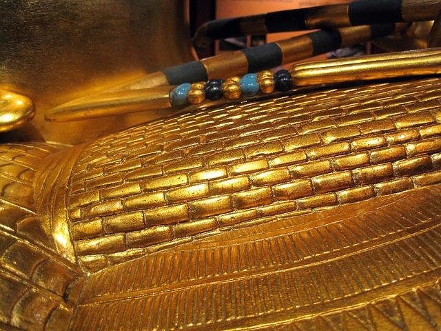 Iza Tutankamonove grobnice skrivena prostorija?