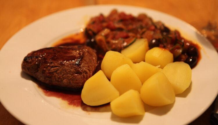 Goveđi biftek u sosu od vina i trešanja