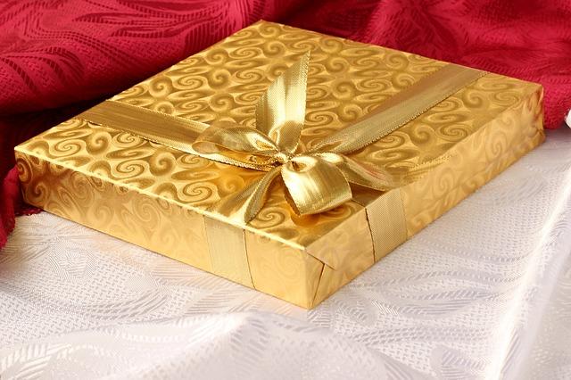 Kako izabrati maštovit poklon za nju?