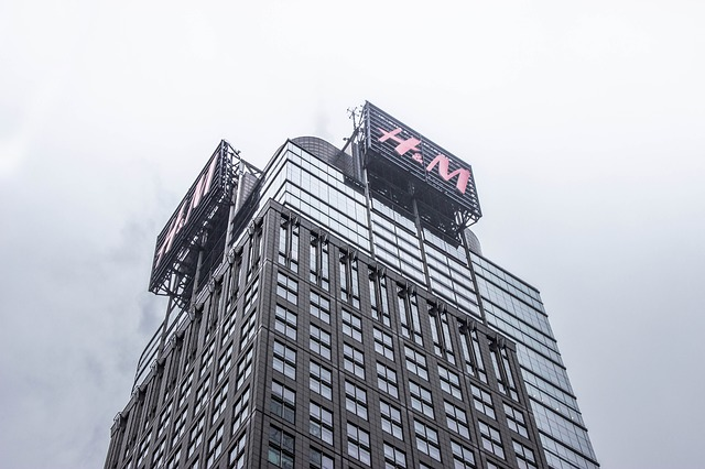 "Hladno proleće ""uštinulo"" profit H&M-a"