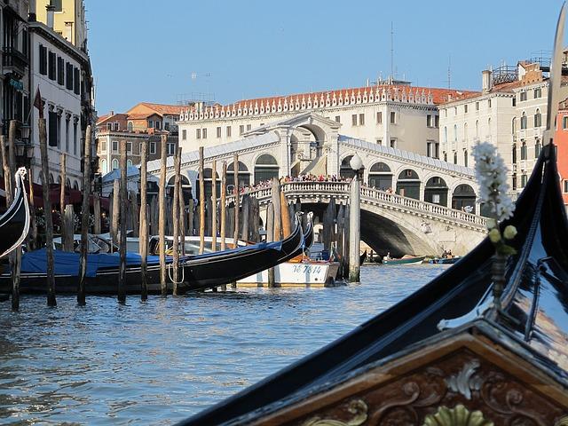 Bitka venecijanskih gondola i kruzera