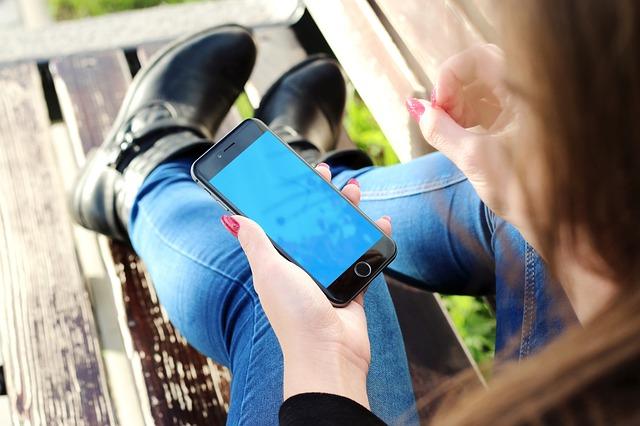 Da li smo zbog pametnih telefona lošiji roditelji?