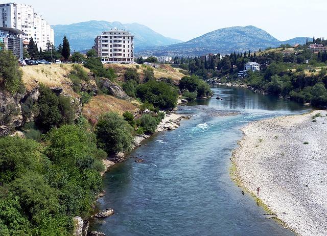 CG: Srpskoj crkvi biće naloženo da ukloni krstionicu na vodi