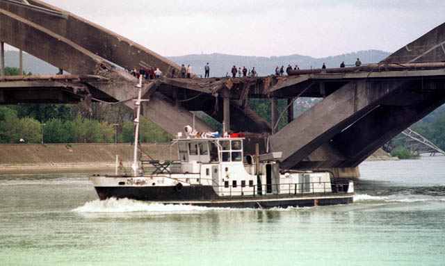 Spojen deo Žeželjevog mosta sa petrovaradinske strane