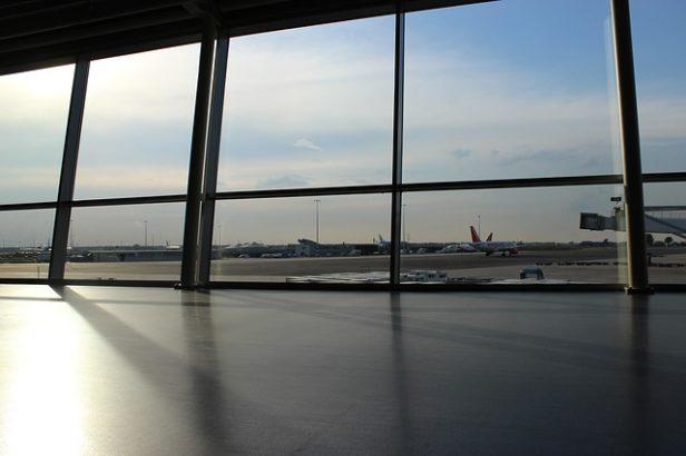 airport-691047_640