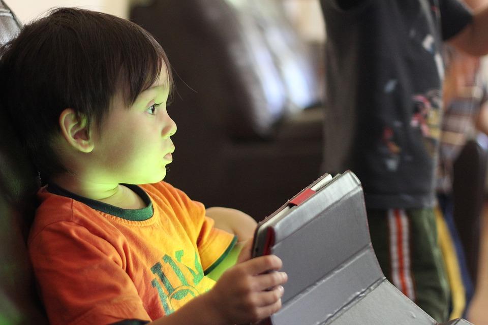 Kako deci ograničiti korišćenje elektronskih uređaja?