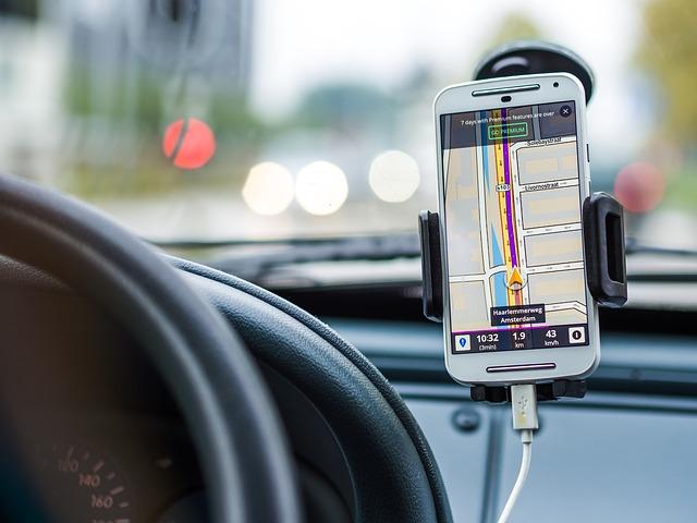 Telefon u vožnji – samo za navigaciju i muziku