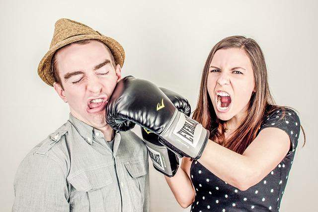 6 reči koje par u vezi UVEK odvedu u svađu