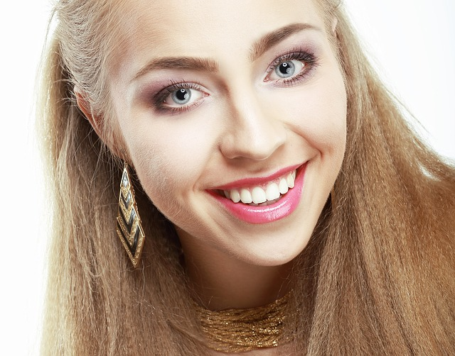 Fantastičan trik sa folijom: Zubi će vam postati beli za sat vremena