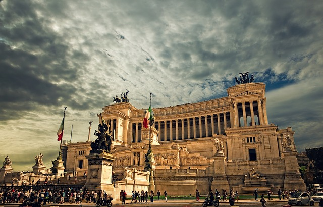 Hiljade demonstranata u Rimu, jedni protiv, drugi za EU