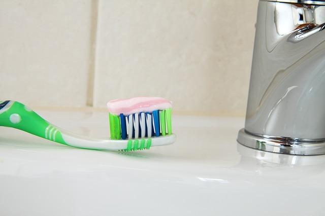 Koliko paste za zube stavljate na četkicu? Evo što radite pogrešno