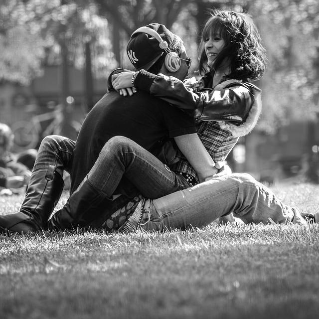 Aktivnost na društvenim mrežama odaje da li ste srećno zaljubljeni