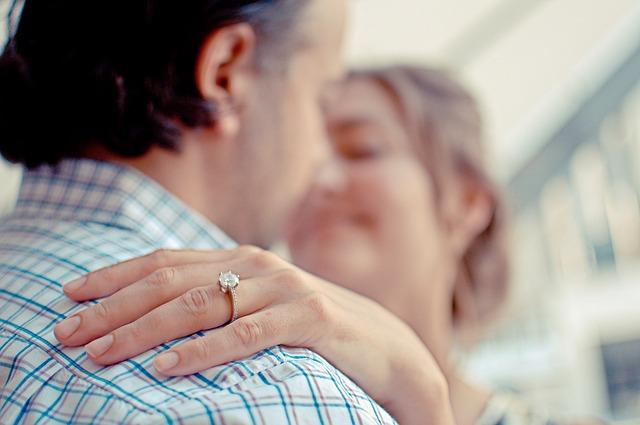 Uhvatila se za glavu: Zaljubljeni Kraljevčanin ovako zaprosio devojku