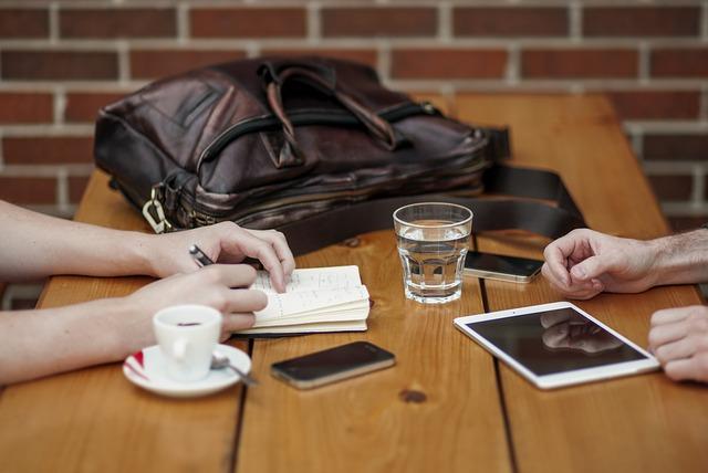 Šta upropašćava veze: Prosečna osoba 150 puta dnevno proverava mobilni i ignoriše partnera