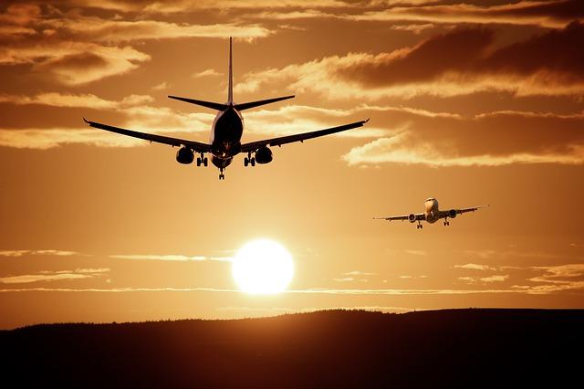 Evakuisan avion Britiš ervejza na aerodromu Šarl de Gol