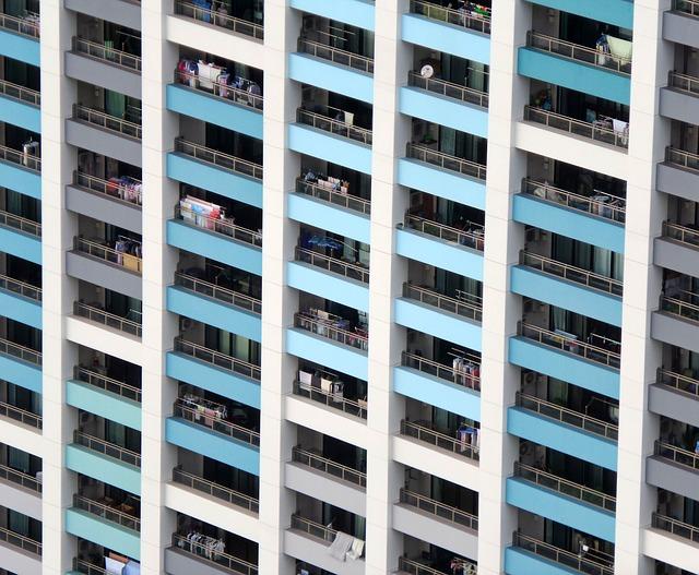Tragično: Usred seksa na balkonu, pali sa trećeg sprata pravo u – smrt
